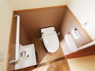 トイレリフォーム 行動範囲内にトイレを新設し負担を軽減!段差解消でおばあさまも快適に過ごせる生活空間に。